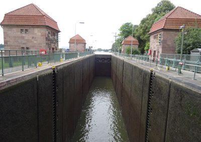 Schachtschleuse Minden auf die Weser