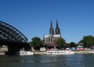 Kölner Dom vom Wasser aus